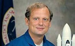 Norman Thagard - phi hành gia đầu tiên người Mỹ được đến thăm trạm vũ trụ Mir của Nga