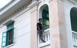 Cảnh sát giải cứu nam thanh niên nghi ngáo đá vào VKS dọa nhảy từ tầng 2