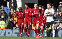 Tái hiện cú trượt chân của Gerrard, Virgil van Dijk suýt dìm Liverpool vào biển nước mắt