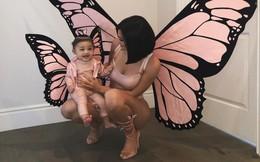 Mặc đồ đôi chất như mẹ con Kylie Jenner: Quá sang chảnh, toàn hàng hiệu, thần thái đỉnh từ mẹ đến con
