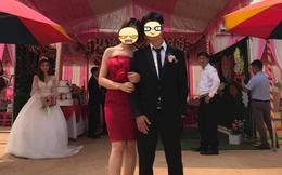 Chú rể và người yêu cũ chụp ảnh thân mật trong đám cưới, cô dâu 'uất hận' đứng nhìn đằng sau