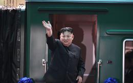 Chủ tịch Kim Jong Un vẫy tay chào tạm biệt và cảm ơn Việt Nam, lên tàu bọc thép, kết thúc chuyến công du