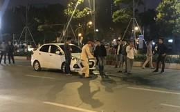 """Va chạm giao thông, tài xế ô tô Huyndai lấy """"đồ"""" đâm trọng thương người đi xe máy ở Hà Nội"""