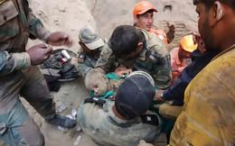 Cuộc giải cứu nghẹt thở bé trai mắc kẹt dưới giếng sâu 18m sau hai ngày