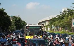 Hà Nội cắt khách xe buýt cho tàu điện trên cao: Người dân kêu bất tiện