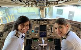Mẹ và con gái cùng điều khiển một chuyến bay