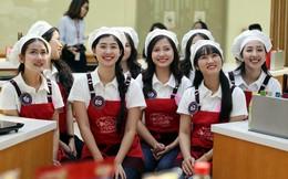 15 thí sinh vòng chung kết Cuộc thi tìm kiếm Đại sứ Hoa Anh Đào tranh tài làm sushi