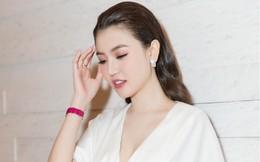 """""""Nữ hoàng sắc đẹp"""" Ngọc Duyên gây chú ý khi đeo trang sức xa xỉ đi sự kiện"""