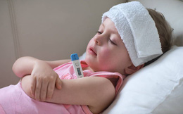 6 cách hạ sốt hiệu quả, an toàn và nhanh chóng khi trẻ bị sốt: Cha mẹ nên biết