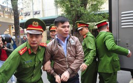 Mẹ cô gái gào khóc oán trách nam ca sỹ Châu Việt Cường tại phiên toà
