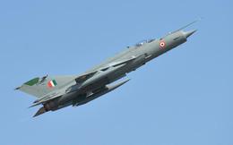 """So sánh MiG-21 và F-16: Chiến đấu cơ đời cũ của Ấn Độ có thực sự bắn hạ """"hàng xịn"""" của Pakistan?"""