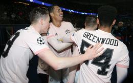 Hi hữu: Tài năng trẻ Man United ra sân đấu PSG với... logo của đối phương trên áo