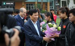 Sếp đầu ngành thể thao hành động ý nghĩa với tuyển nữ Việt Nam
