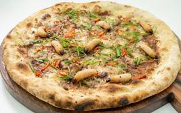 Chuyện quái gì cũng có thể xảy ra: Hà Nội xuất hiện pizza đuông dừa bò lổm ngổm gây bàng hoàng