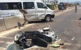 Xe khách húc văng xe máy vào gầm xe tải, 1 người tử vong