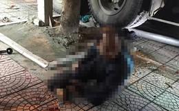 Hà Nội: Xe chở rác tông liên hoàn xe máy và xe con dừng đèn đỏ, 1 người gãy chân