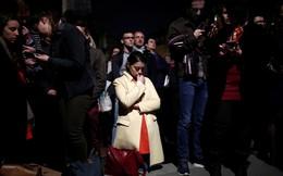 """""""Kinh đô ánh sáng"""" tang thương sau vụ cháy Nhà thờ Đức Bà Paris: Gần một nghìn năm lịch sử chìm trong biển lửa"""