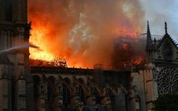 """Mượn vụ Nhà thờ Đức Bà Paris bị cháy """"chửi xéo"""" đối thủ chính trị gây phẫn nộ ở Ukraine"""