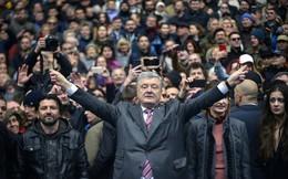 """Tình cảnh """"rất báo động"""" đối với ông Poroshenko: Gần như không còn cửa thắng trước danh hài?"""