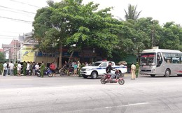 Nhóm người trên 2 ô tô đánh nhau, nhiều tiếng súng nổ làm người dân hoảng sợ bỏ chạy