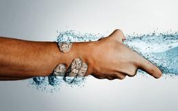 Chỉ mất 3 giây: Chuyên gia chỉ cách tự kiểm tra cơ thể đủ nước hay thiếu nước trong mùa hè