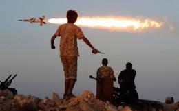 """Libya """"nóng rẫy"""": Bị không kích, chính quyền đóng cửa sân bay Mitiga, cắt đứt đường không vào thủ đô"""