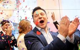 """Chiến thắng áp đảo, danh hài Zelensky úp mở về giải pháp cho Donbass và """"tương lai"""" của ông Poroshenko"""