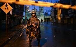 24h qua ảnh: Binh sĩ đứng gác ngoài nhà thờ vừa bị khủng bố ở Sri Lanka sau thảm kịch