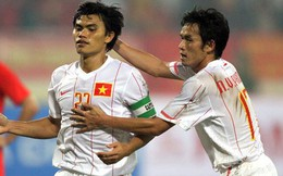 Hai cựu danh thủ Việt Nam bất ngờ đối đầu với huyền thoại Real Madrid