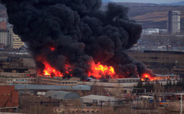 Cháy rất lớn tại nhà máy chế tạo tên lửa Nga - Khói lửa bốc lên ngùn ngụt