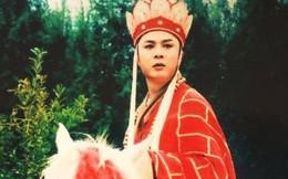 """""""Đường Tăng"""" Từ Thiếu Hoa - người đàn ông đẹp trai nhất Tây Du Ký 1986 ngày ấy giờ chẳng còn là mỹ nam vẫn được hàng trăm người vây quanh"""