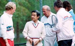 """Lòng hiếu khách """"từ trái tim"""" của Nhật hoàng: Đón khách ở tận nơi đỗ xe, chơi tennis hết mình với khách quý"""