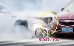 Bé gái bị ô tô chèn qua người, hành động của tài xế sau đó mới thực sự gây phẫn nộ