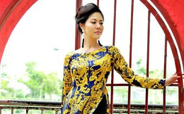 Hồ Lệ Thu mặc áo dài dịu dàng