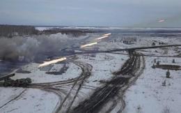 """Nga khai hỏa tổ hợp pháo phản lực """"cuồng phong"""" BM-27 Uragan"""