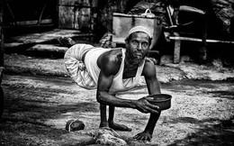 Loạt ảnh trần trụi về những kiếp người oằn mình sống qua ngày ở khu ổ chuột nghèo nhất thế giới