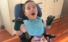 Đang ăn táo thì bị nghẹn, chỉ trong chớp mắt bi kịch ập đến khiến bé trai phải dành cả đời mình trên xe lăn