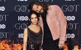 """Tài tử Aquaman gây sốt khi đi thảm đỏ """"Game of Thrones"""" với vợ: Nhìn mà cứ ngỡ 2 mẹ con"""
