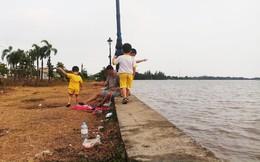 Ông ngoại dẫn 3 cháu trai đi thả diều bên sông, dân mạng bức xúc khi thấy thái độ của ông