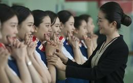 24h qua ảnh: Các nữ tình nguyện viên Trung Quốc luyện cười duyên