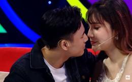 Diễn viên điển trai gây sốc khi hôn cô gái chuyển giới trên sóng truyền hình