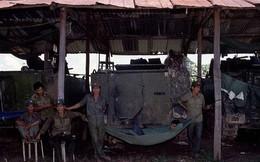 """Quân tình nguyện Việt Nam đánh hiểm: Lính Polpot chạy """"chí chết"""", ta thu nhiều vũ khí """"Made in China"""""""