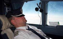 Phi công bất tỉnh trên không suốt 40 phút vì kiệt sức
