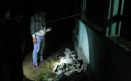 Phát hiện 2 thi thể trong khối bê tông: Vạt áo của nam giới lộ ra từ bê tông
