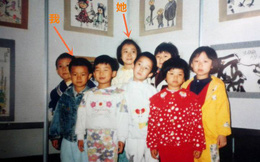 Dẫn bạn gái về nhà, chàng trai nhìn thấy điều không thể ngờ trong bức ảnh 20 năm trước