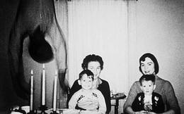 Hơn 10 năm qua, đây vẫn là bức ảnh chụp gia đình gây tranh cãi MXH bởi sự xuất hiện đầy ám ảnh của 'vị khách không mời'
