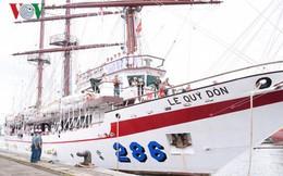 Ảnh: Tàu huấn luyện Lê Quý Đôn của Việt Nam thăm hữu nghị Indonesia