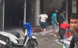 Người đàn ông đổ xăng đốt cửa hàng do mâu thuẫn gia đình, không ai dám vào can