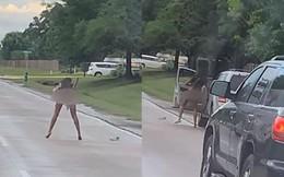 Người phụ nữ lột đồ rồi làm điều kỳ quặc trên đường, lý do phía sau khiến ai cũng lắc đầu ngao ngán
