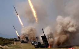 24h qua ảnh: Quân đội Triều Tiên diễn tập phóng tên lửa